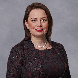 doc. PhDr. Elena Lisá, PhD.- dekanka FPs PEVŠ